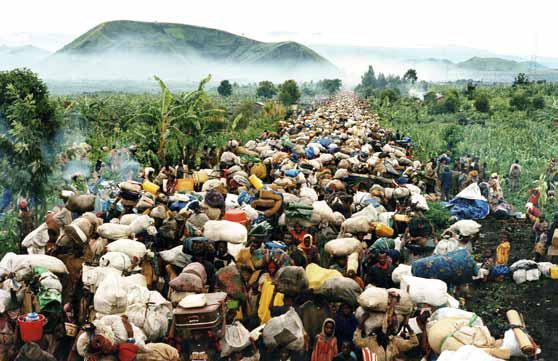 Novembre 1996: les Hutus rentrent chez eux au Rwanda. Photo: Benoit Gysembergh